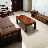 小户型客厅实木家具:沙发、茶几、电视柜三件套