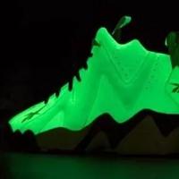 二丁目的篮球鞋 篇五:黑夜给了我黑色的眼睛,我却用它来寻找光明 reebok 锐步 坎普火山2夜光