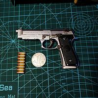 吃饱喝足玩点啥 篇一:大男孩的玩具之合金帝国1:2.05比例 合法可动枪模M92A1