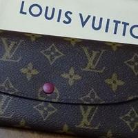 送给老婆的生日礼物——LOUIS VUITTON 路易威登 EMILIE 钱包