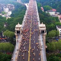 2.2万人雨中同时踏过长江大桥是怎样一种体验!是的,桥没垮!