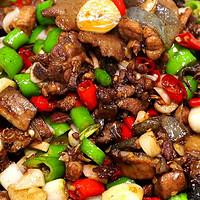 """王刚的美食精选 篇十一:厨师长教你:""""爆炒土鸡""""的家常做法,只需油盐酱醋,味道非常赞!"""