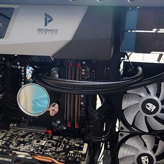 电脑外设 篇三十六:独有动态平衡防漏液技术,泄压冷排,九州风神堡垒240RGB水冷散热器