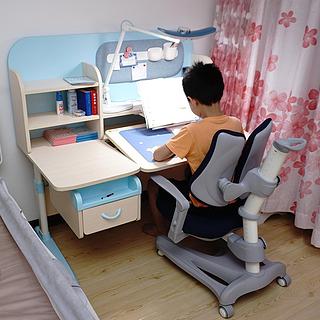 桌面雜亂分散孩子注意力,影響學習效率?那就請護童習慣星學習桌椅來幫忙吧!