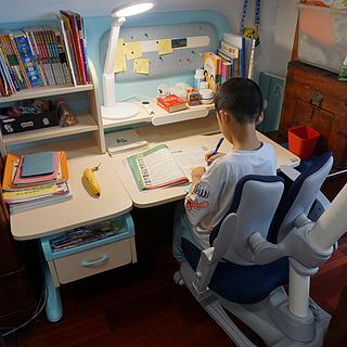 培養好的學習姿勢,遠離近視,護童習慣星學習桌椅