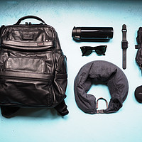 差旅随身物品选购 篇二:#热征#旅行好物#人潮之中,男人的保护色是五十度黑