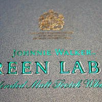 Johnnie Walker 绿方双杯礼盒购买理由(品牌 设计感 收藏价值)