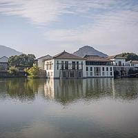 睡了传说中杭州排名第一的酒店,现实版的富春山居图