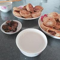我家私房菜 篇一:最传统的中式早餐——自制煎包配自制豆浆