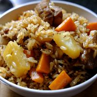 一个雪藏已久的普通电饭煲,一碗香气四溢的土豆排骨饭!