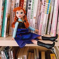 我的书柜小伙伴:孩之宝迪士尼冰雪奇缘安娜公仔开箱