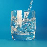 年度水饮攻略|为什么有些水卖那么贵?做饭用什么水最好吃?告诉你关于家庭饮水的一切!