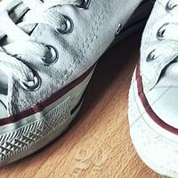 小白鞋如何在雨中旋转跳跃也不变黑?你可能需要一瓶防水喷雾!8款常见款大横评!