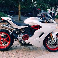 杜卡迪 篇一:不为信仰,只为颜值!用摩托享受风和自由。杜卡迪鸰速939轻度使用感受
