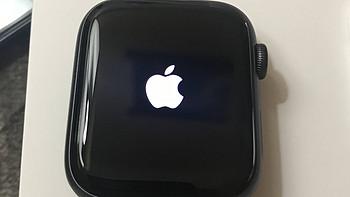 首发 苹果Apple Watch Series 4代 GPS款 深空灰色铝金属表壳 黑色运动型表带 44mm美版