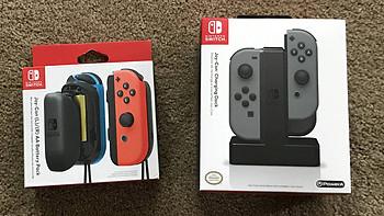 任天堂Switch游戏机 Joy-Con手柄电池包、充电器开箱