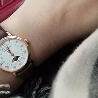 这表有毒!自从买了这块表,这位小姐姐每到月圆之夜就要、、、、、