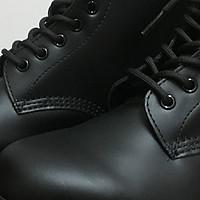 每个男人的战靴:一双黑色Dr. Martens 1460