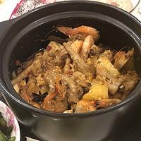 超简单!在家也能做出好吃的明虾鸡爪煲!