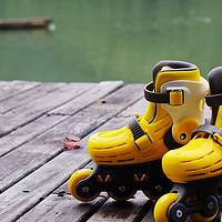 轮滑的好处,是小朋友成长过程中必不可少的——700kids 闪光 儿童轮滑鞋