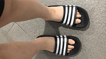 胖胖买的鞋 篇五十六:阿迪达斯DURAMO SLIDE K儿童游泳拖鞋