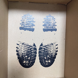 鞋子专栏 篇六:漂泊大半个月的软皮马丁靴,女盆友亲自上脚。