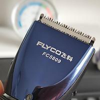 四年后它尽忠了,从雷瓦理发器到飞科理发器,换了品牌不变的是发型