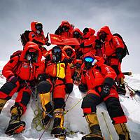 成功登顶!珠峰测量登山队站上世界之巅