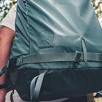 男人身上的这一抹绿,是另一种浪漫:shimoda 40L背包深度体验