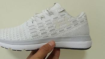 运动鞋试穿 篇一:唯品会购入安德玛618第一双鞋子