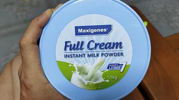 身为一名成年男子,囤几箱奶应该很正常吧?