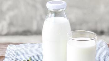 每晚一杯牛奶或酸奶,补充营养睡得香!