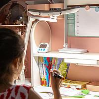 融入星空元素的设计,兼具艺术与实用的学习桌椅套装