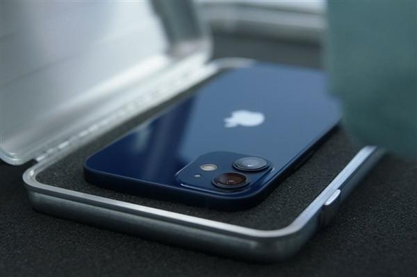 纯平中框抢眼:国行 iPhone 12 蓝色真机开箱视频曝光