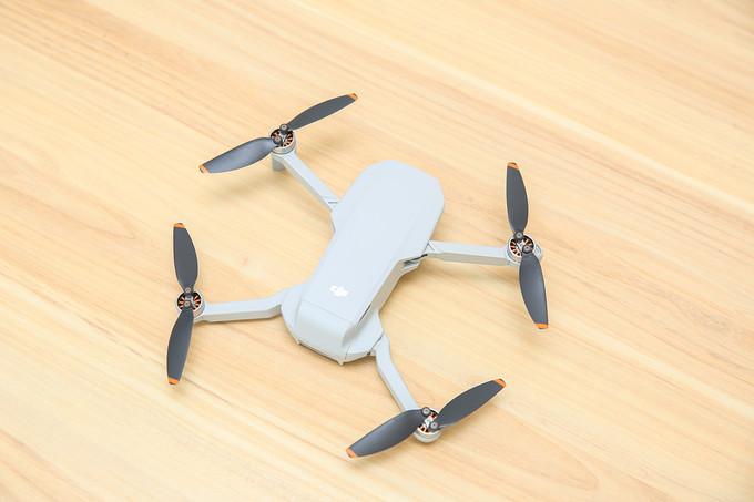 迷你无人机的完整形态来了?大疆Dji Mini 2无人机开箱试飞
