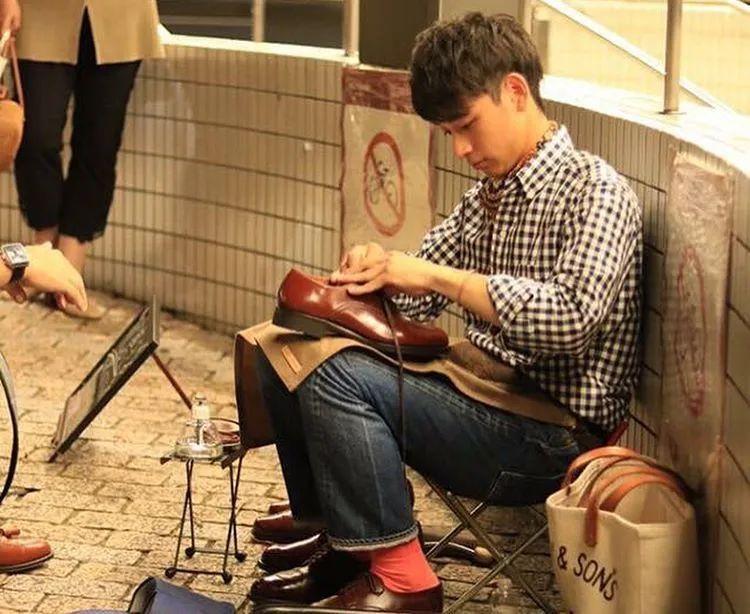 他是日本擦鞋比賽的冠軍!擦鞋已經全國第一了,難道顏值也想出道嗎?