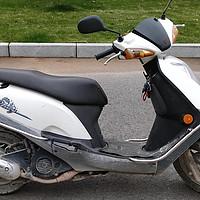 摩托車保養 篇一:鈴木韻彩QS100T踏板摩托車更換空氣濾芯和機油