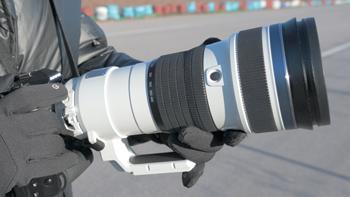 用奥林巴斯150-400mm F4.5捕捉赛道上的风驰电掣