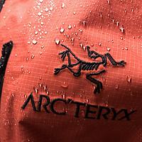 那些助力攀登的品牌好物 篇一:Arc'teryx Alpha SL Anorak—秉承硬壳精神,奔赴山野未来