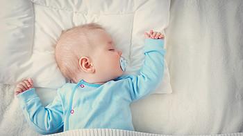 宝宝什么时候该用枕头?定型枕有没有用?头型该怎么睡?