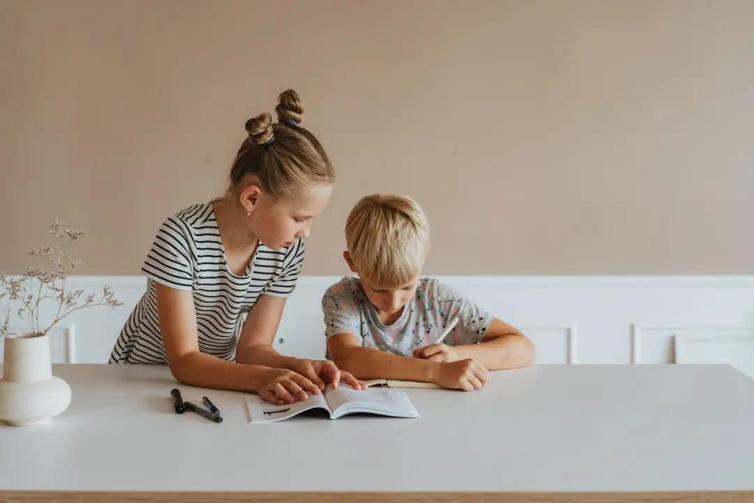 写作业拖拉走神,老大难的作业问题,要怎么才能解决?
