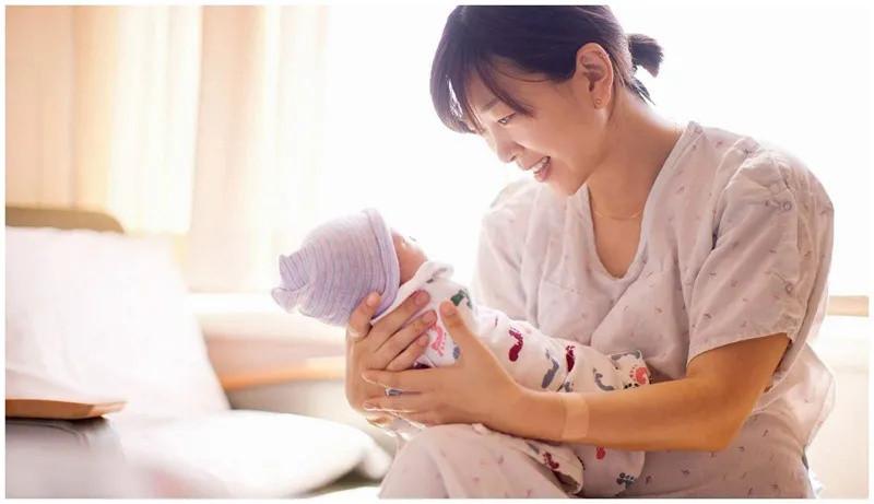 """新手爸妈月子里别""""踩坑"""",10种行为不要有,免得影响娃的健康"""