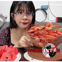INTJ猫的日常 篇三:夏天就是要吃小龙虾,西瓜,超大一盆吃到爽