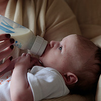 宝宝不吃奶瓶怎么办?如何让宝宝爱上奶瓶?