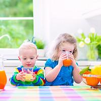 应该给宝宝喝果汁吗?常见的喝果汁的错误方式有哪些?