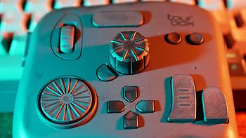 """策劃師要掌握的""""一萬個工具"""":入手Tourbox軟件控制器"""