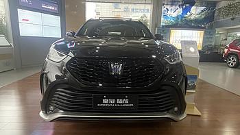 大媽車探長NO21:探店南北豐田漢蘭達&皇冠陸放,這兩臺兄弟車到底應該如何選?