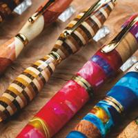 趣味文具箱 篇二十六:自然孕育的独一无二之美——木杆钢笔礼赞